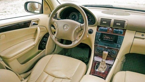 Fitting design decisions: the experience of owning Mercedes-Benz C200 W203