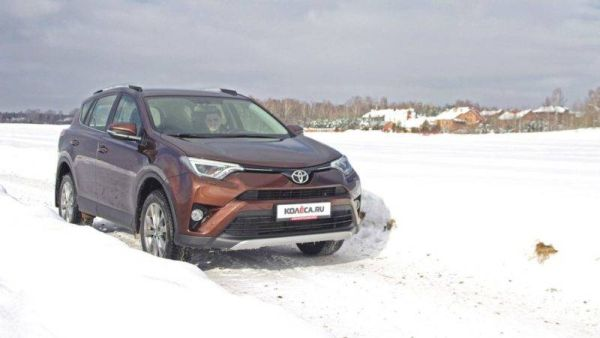 On the face of the Japanese, weird inside: test drive Toyota RAV4 with a diesel engine