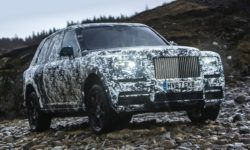 The final tests of the crossover Rolls-Royce will show in social networks