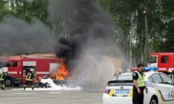 In Kiev held large-scale exercises with the blazing cars and the helicopter