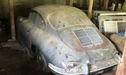 Sports car Porsche, forgotten for 40 years in the garage, put up for sale