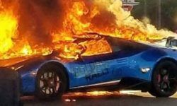 Forgetful driver of the minivan was burned at a gas station Lamborghini Huracan