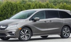 Honda is Recalling more than 100 thousand minivans because of an opening during movement of the door
