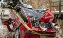 In USA Tesla electric car with the teenagers got in a terrible accident