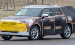 The first spy photos of a brand-new Toyota Highlander