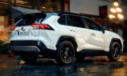 "In the salon ""Avtoart"" Shevchenko has opened a pre-sale Тoyota RAV4 fifth generation"