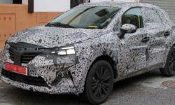 New photos of the updated Renault Captur in camouflage