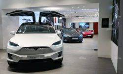 Tesla plans to deliver up to 400,000 electric vehicles in 2019