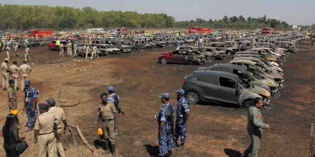 In India because of not extinguished cigarette burned 300 cars