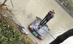 China electric car Tesla Model S crashed into the river