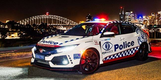 In the Network appeared a photo of a police Honda Civic Type R