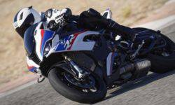BMW presented the racing iRace kit for S1000RR