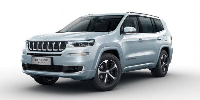 Jeep introduced the hybrid version of its crossover Commander