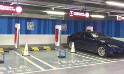"In the underground Parking lot in Shanghai caught fire ""Tesla"""