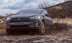 Watch how Tesla Model X to cope with heavy off-road
