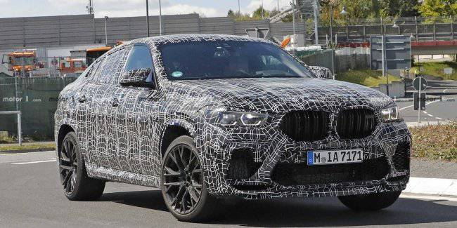 Journalists captured the updated crossover BMW X6 M