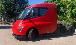 Tesla plans to introduce an electric pickup truck by late summer