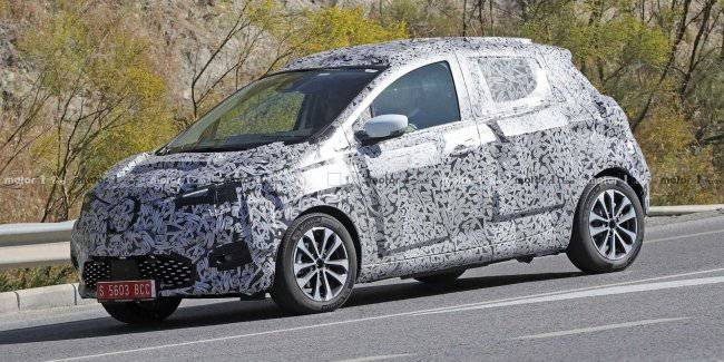 A prototype of the updated Renault Zoe electric car caught on tests
