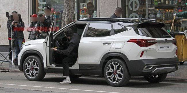 In the Network appeared shots of the interior of the new KIA Seltos