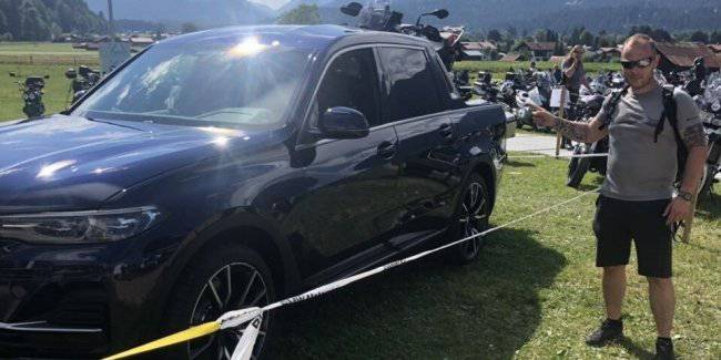 """The first """"live"""" photos of the new pickup BMW X7"""