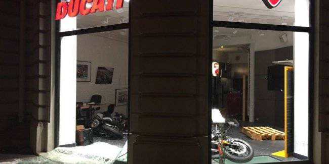 In Paris the hooligans defeated the salon Ducati