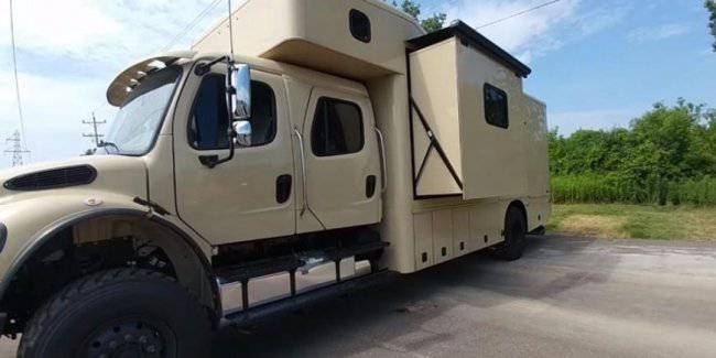 """Ordinary truck turned into a """"war"""" house on wheels"""