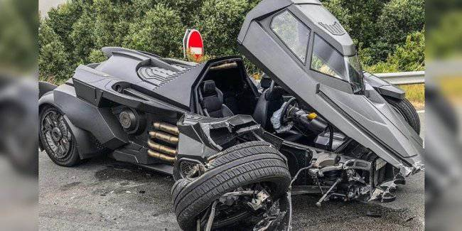 """You cannot restore to sell: """"the Batmobile"""" for $1.3 million Lamborghini engine broke in the accident"""
