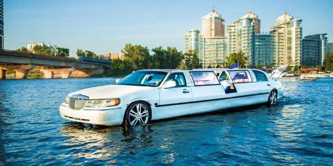 In Kiev on the Dnieper river started floating limousine