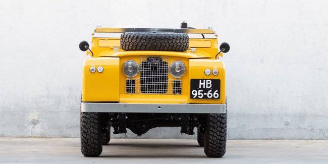 Vintage Land Rover adapted for the transport of motorcycles