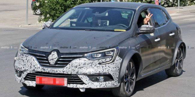 Tests noticed a rather unusual prototype Renault Megane