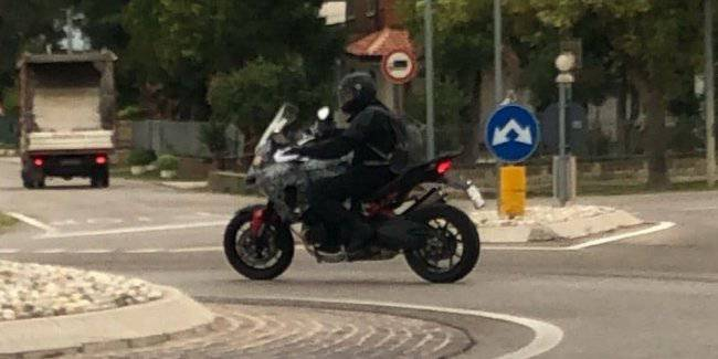 "New Ducati Multistrada V4 ""caught"" on the public roads of Italy"