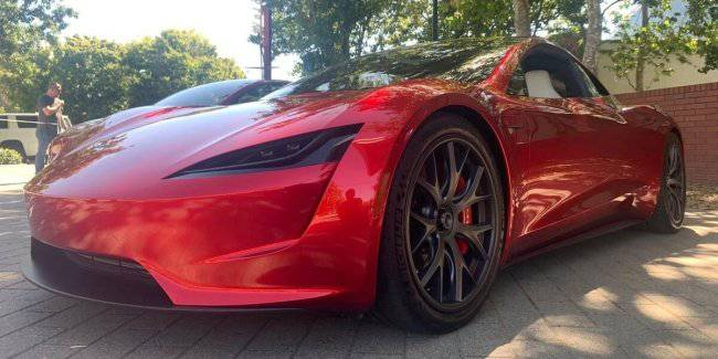 The base Tesla Roadster will accelerate to 96 km/h in 2.1 seconds