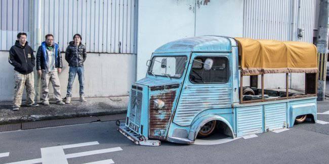Shocking Japanese view of the old Citroen van