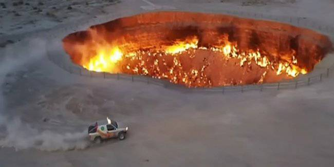 """The President of Turkmenistan made a drift near the """"Gates of hell"""""""