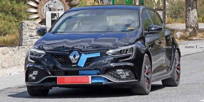 The updated Renault Megane RS Trophy R spotted on the tests