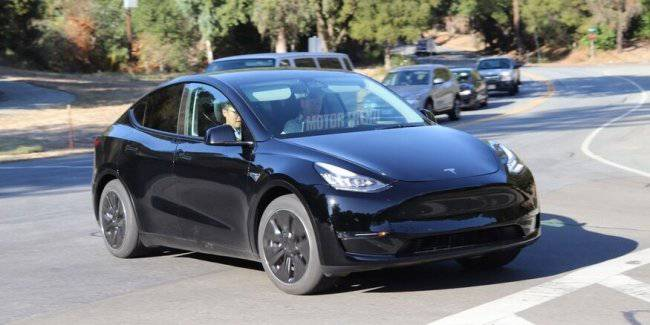 The first images of the new SUV from Tesla was caught in a net
