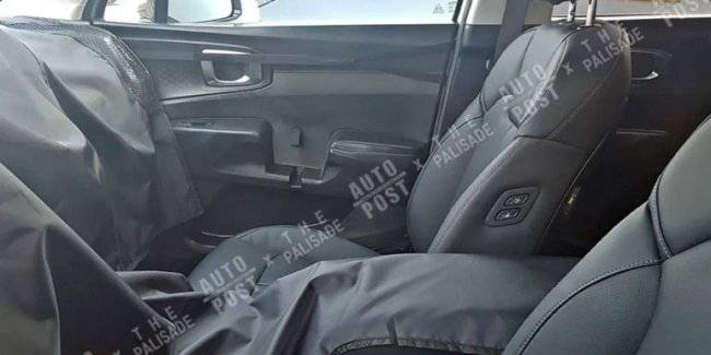 The first pictures of the interior of the new KIA Sorento caught in the net