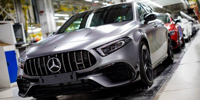 The new Mercedes-AMG A45 and CLA 45 got on the conveyor in Hungary