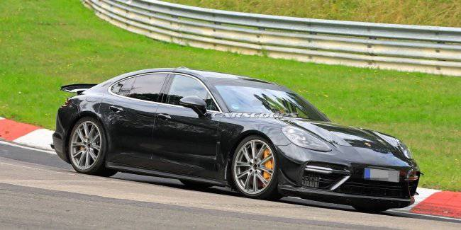 The Porsche Panamera is preparing to set a record in nürburgring