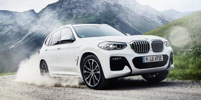 BMW has released a hybrid version of the crossover X3 xDrive30e