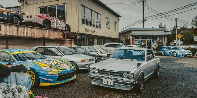 In Japan discovered two hundred rare sports cars rusting in the open air
