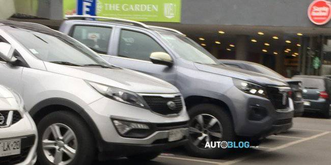 The exterior of the new truck from Peugeot and Changan revealed in the photo