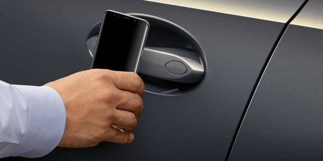 BMW taught the car to open from the discharged smartphone