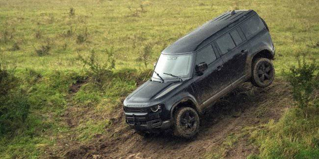 Land Rover Defender starred in a new film about James bond