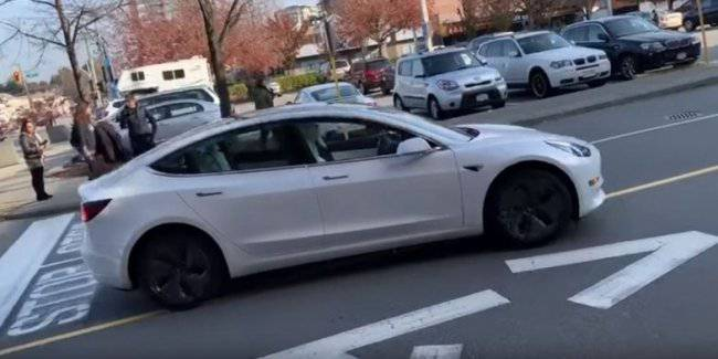 Tesla with the autopilot violated the traffic rules