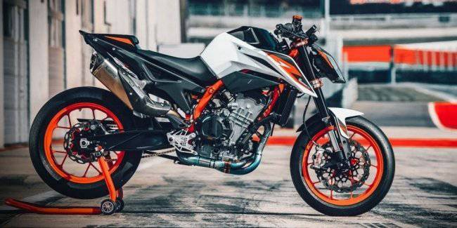KTM has introduced a new naked Duke R 890 2020