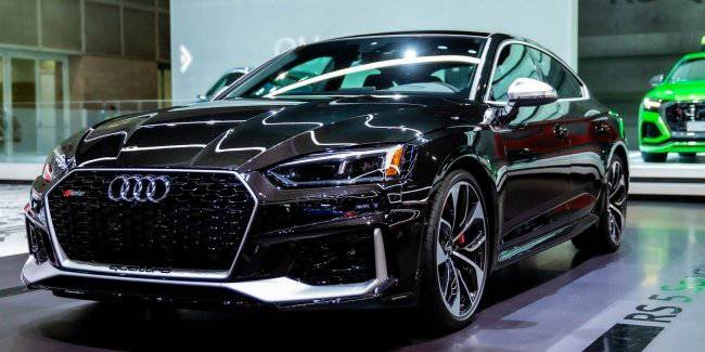 Audi will release an RS5 in an exclusive color effect crystal