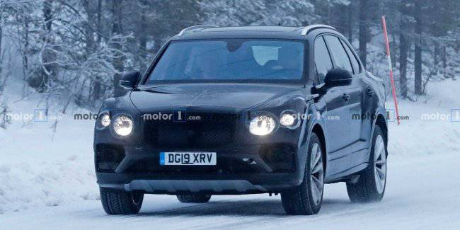 Updated Bentley Bentayga crossover spotted on test