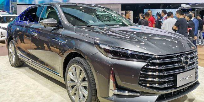 GAC Motor has shown a facelifted version of the premium sedan Trumpchi GA8