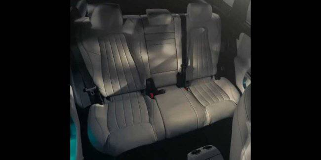Mercedes showed the functionality of the rear couch of the new GLA